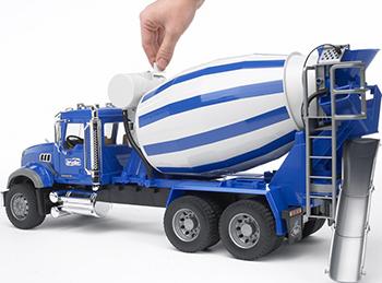 Бетономешалка Bruder MACK (цвет сине-серый) 02-814 машины bruder мусоровоз mack 02 812