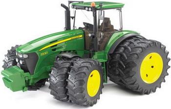 Трактор John Deere 7930 с двойными колёсами Bruder 03-052 трактор tomy john deere зеленый 19 см с большими колесами звук свет