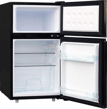 все цены на Двухкамерный холодильник TESLER RCT-100 black онлайн