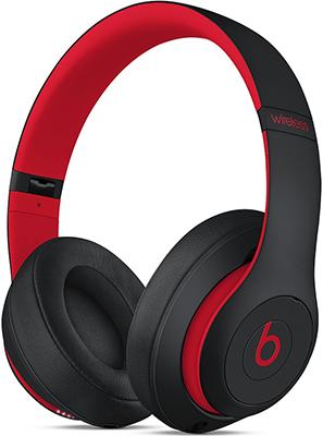 цена на Мониторные наушники Beats Studio3 Wireless коллекция Beats Decade цвет «дерзкий чёрно-красный» MRQ82EE/A