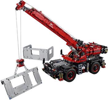 Конструктор Lego TECHNIC Подъёмный кран для пересечённой местности 42082