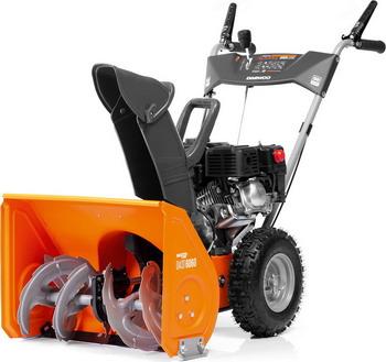 Фото - Снегоуборочная машина Daewoo Power Products DAST 6060 снегоуборочная машина бензиновая champion st656 6 5 л с 56 см 3 6 л 72кг ручной стартер колёсный привод 5f 2r